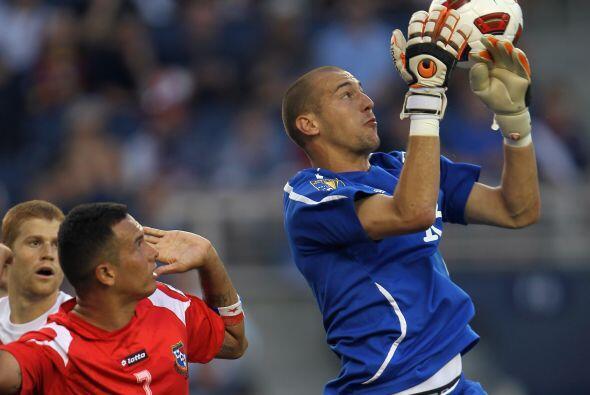 Borjan lo intentó en el fútbol argentino. Estuvo en las categorías infer...