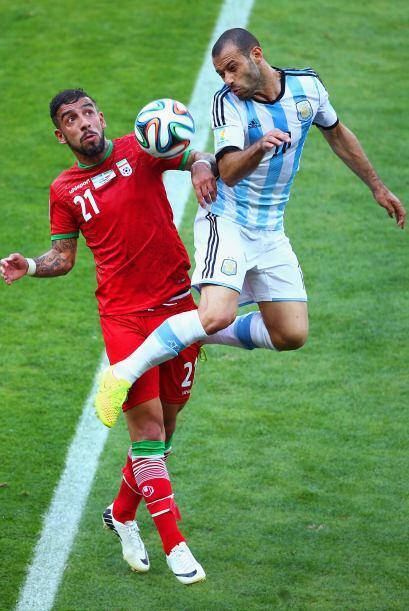 6.- Mascherano incapaz de producir. El argentino cuando tiene el balón n...