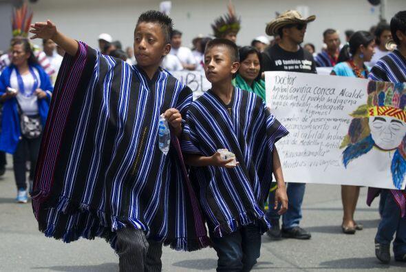 A su vez, miles de indígenas, afrocolombianos y campesinos, quien...