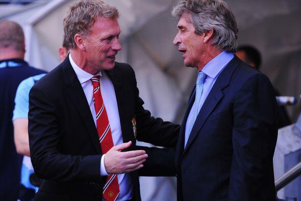 Los técnicos David Moyes y Manuel Pellegrini se saludaron previo...