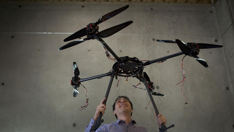 Otros tiempos: Jordi Muñoz muestra un prototipo de 3D Robotics en su pla...