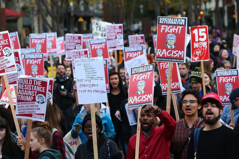 En Seattle, Washington, los mensajes de protesta eran contra el racismo...