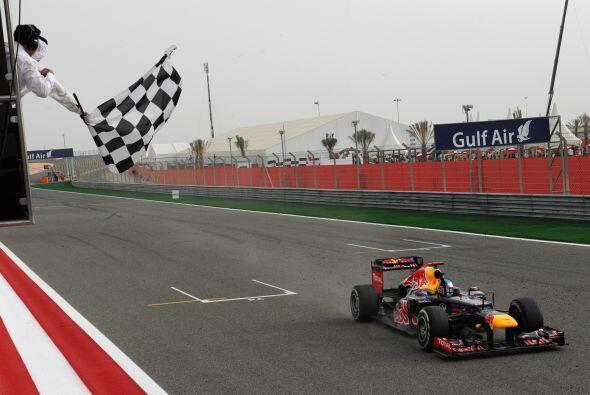 El primero en cruzar la meta fue Sebastian Vettel con un tiempo de 1 hor...
