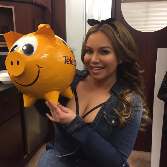 Los famosos compartieron fotos apoyando al Teletón USA 2015.