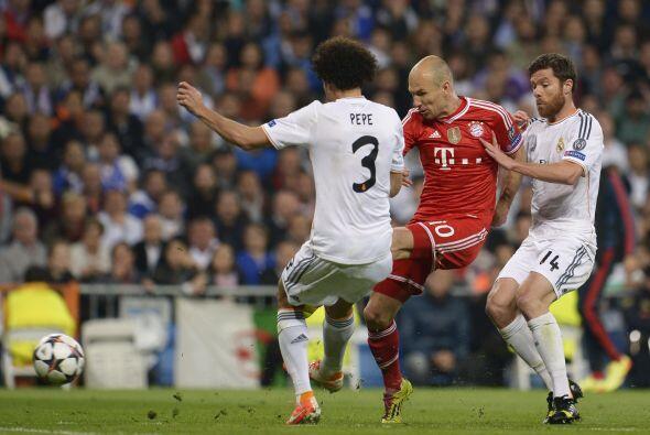Arjen Robben condujo la mayor parte de los ataques por la derecha, pero...