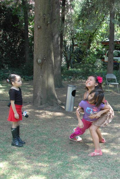 Sin duda, las niñas hacen su mayor esfuerzo para que su escuadrón obteng...