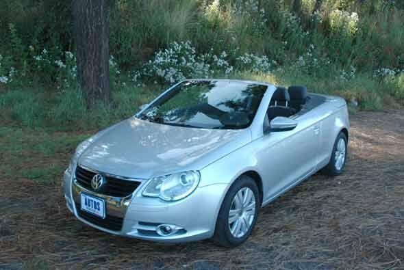El Eos es como un Golf GTI pero con la opción de ser convertible.