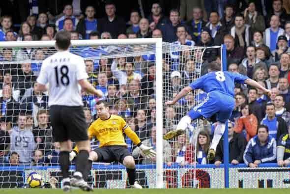 Frank Lampard, autor de dos goles, adelantó al Chelsea.