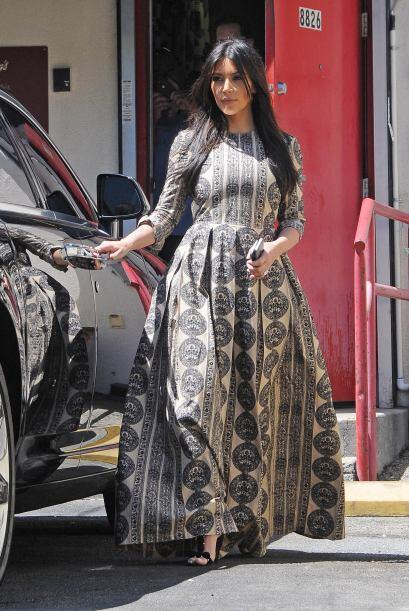 Poco después de tener a su bebé se dejó ver con este vestido que parece...