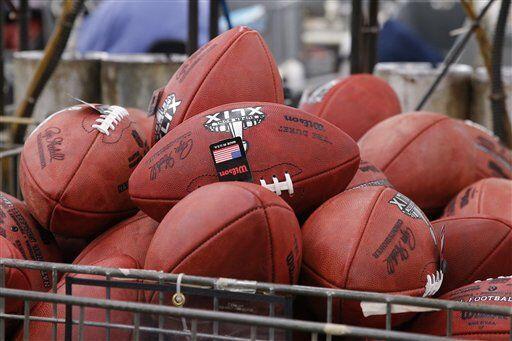 Se verifican los últimos detalles y ya queda todo listo (AP-NFL).