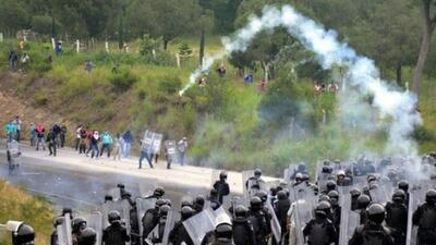 Nueve heridos deja choque entre polícias y estudiantes en Guerrero