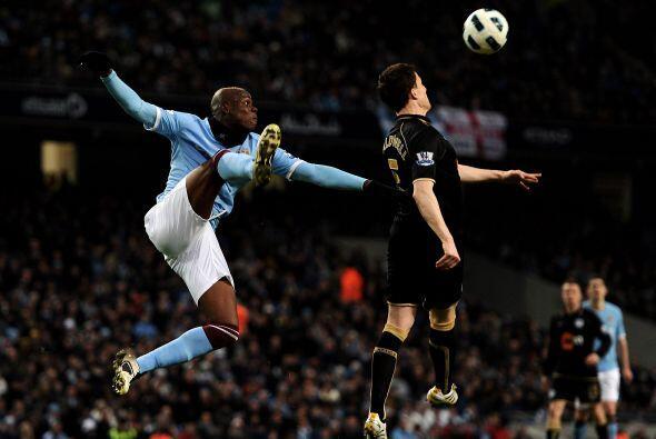 Mario Balotelli luchó pero no tuvo muchas ocasiones claras.