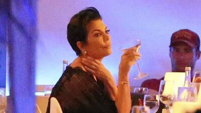 Kris Jenner reacciona a las crisis de Kanye West y Khloé Kardashian (sobrevive con vodka)