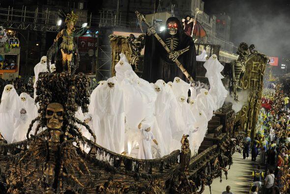 Se dice que el duelo por el título del carnaval está entre Beija Flor y...