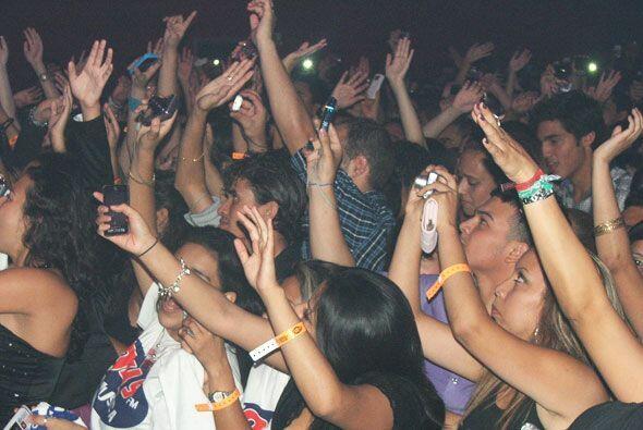 El publico vibro con cada una de sus canciones.