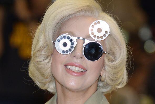 Disfruta de otros 'looks' que han dado de qué hablar de la cantante.Lady...