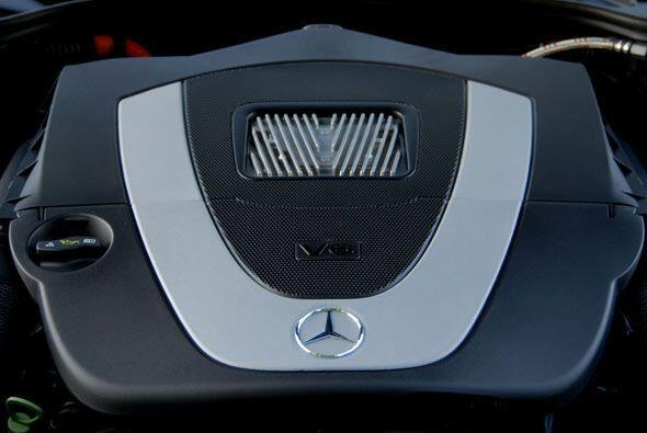 El motor V6 genera 275 caballos de fuerza al que se le agregan otros 20...