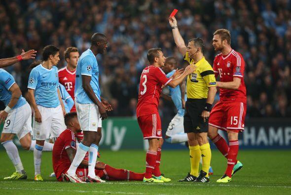 Jerome Boateng se ganó la tarjeta roja y con cinco minutos por jugarse d...