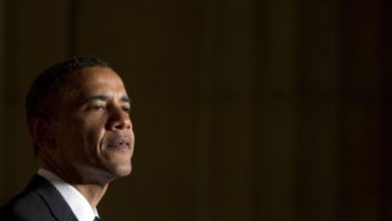 El presidente Obama está bajando en las encuestas debido al estado de la...