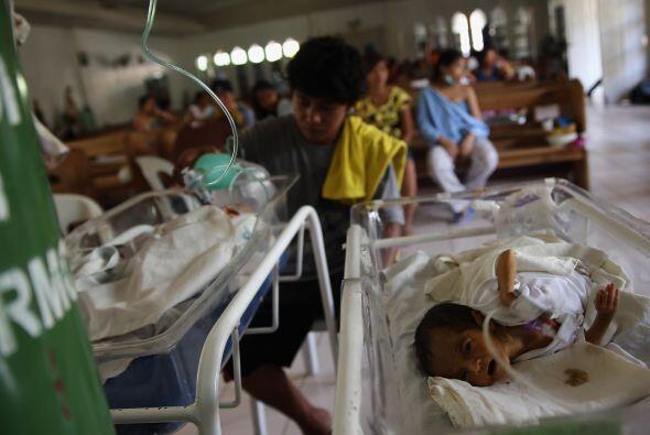 La ayuda no ha llegado a todos y miles esperan desesperados.