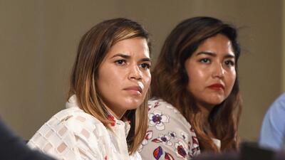 La actriz America Ferrera se unió a las mujeres que han denunciado haber...