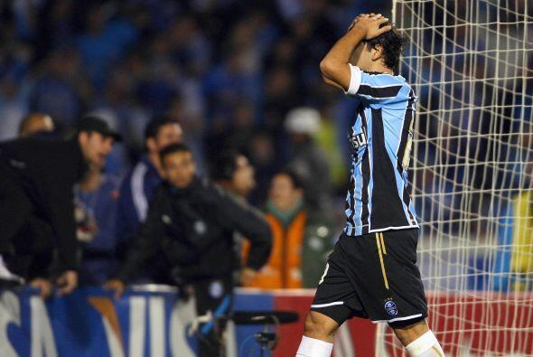 A pesar que el rostro se le ve poco este jugador es Germán Herrera, con...