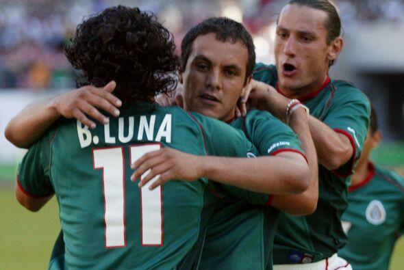 Gracias a un gol de Cuauhtémoc Blanco desde los once pasos México debutó...