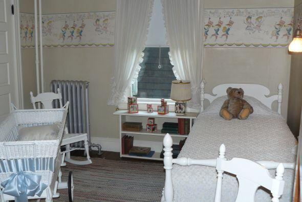 La casa es hoy museo, conserva parte del mobiliario de la familia y su e...