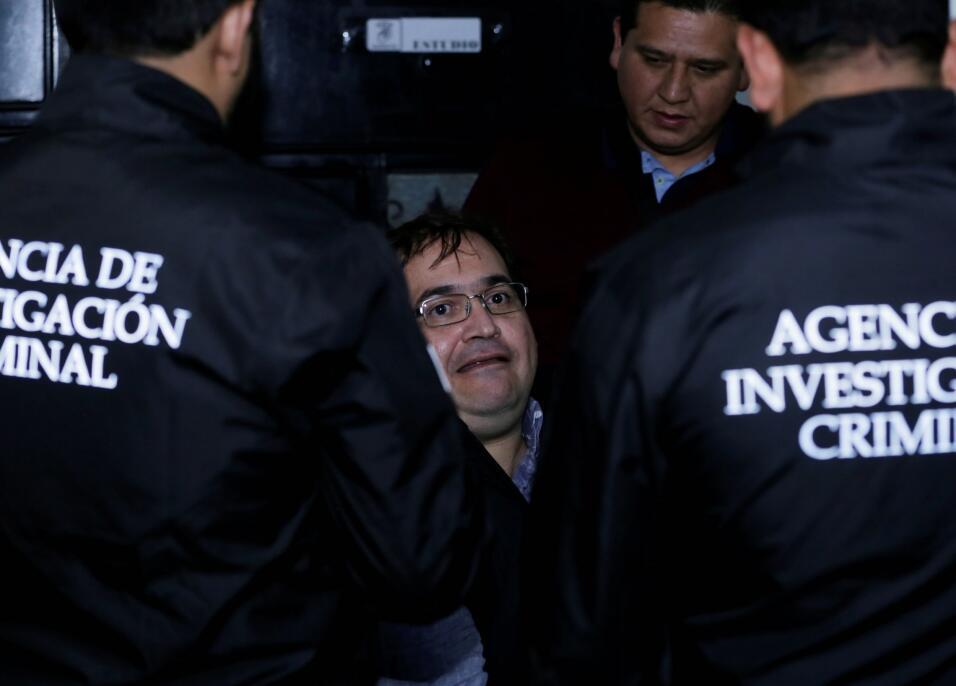Javier Duarte de Ochoa es investigado por desvío de recursos, peculado,...