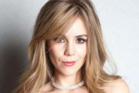 "Camila encarna a ""Valentina"", una reina de belleza con mucha a..."