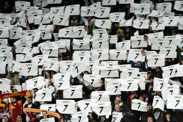 El Estadio Santiago Bernabéu se unió para homenajear a Cristiano Ronaldo...