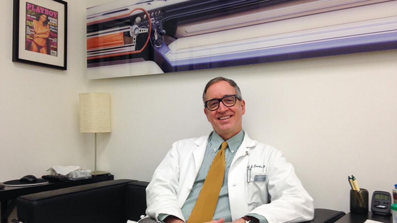 El urólogo Paul Turek tiene clínicas en San Francisco y Beverly Hills. D...