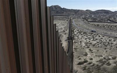 """El presidente Donald Trump prometió el inicio de la """"constru..."""