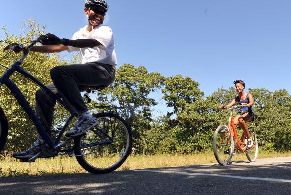 Los Obama salieron en bicicleta y se internaron en el bosque central de...