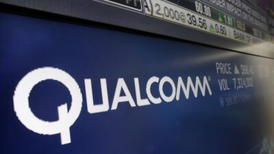 El logo de Qualcomm en la pizarra del índice Nasdaq