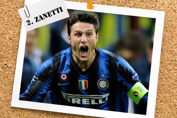 En la defensa, el argentino Javier Zanetti abrió el camino para la victo...