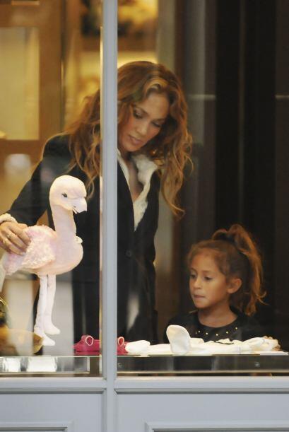 La Diva del Bronx viajó a Francia al Paris Fashion Week y aprovechó su t...