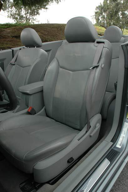Los asientos son cómodos y el espacio apra la cabeza es infinito.