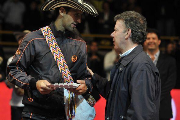 ...y también a Djokovic; no obstante, no pudo pronunciar bien el apellid...