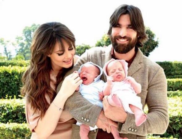Victoria Camacho y Osvaldo de León recibieron felices a sus gemelas