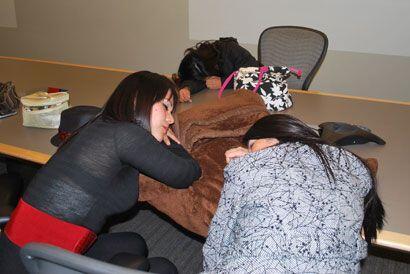 Las que más madrugaron tomaron un descanso antes de ver a los jueces.