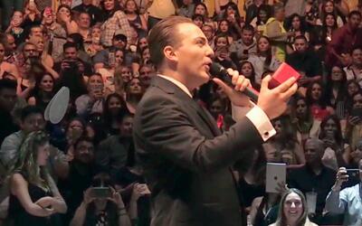 Cristian Castro le propone matrimonio a su novia frente a miles de personas