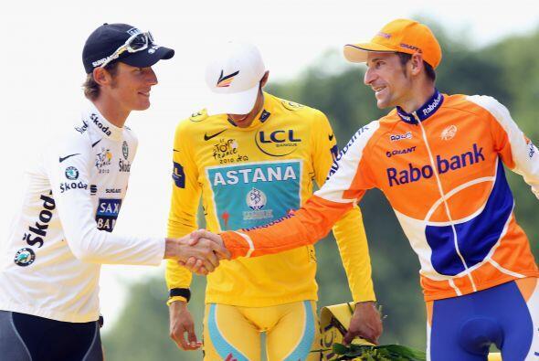 La clasificación general final quedó con Contador al frente seguido del...