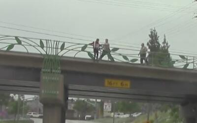 Agentes salvan a adolescente que intentaba suicidarse en Pico Rivera