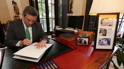 ¡Ya es oficial! Gobernador firma ley que reduce días feriados