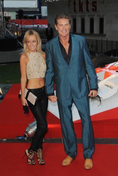 David Hasselhoff llegó muy bien acompañado de Hayley Roberts.