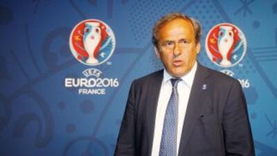 El organismo que rige Michel Platini negó que esté pensando en tener 'in...