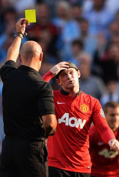 Wayne Rooney se ganaba una amonestación.