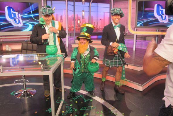 Tanya Charry y Raúl de Molina se unieron a esta tradición de vestir de v...