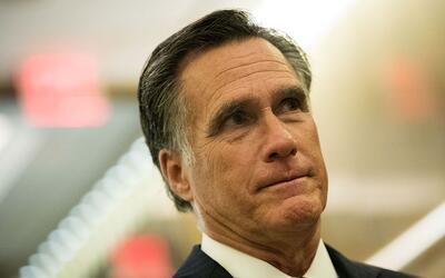 Mitt Romney al salir de una cena con Donald Trump